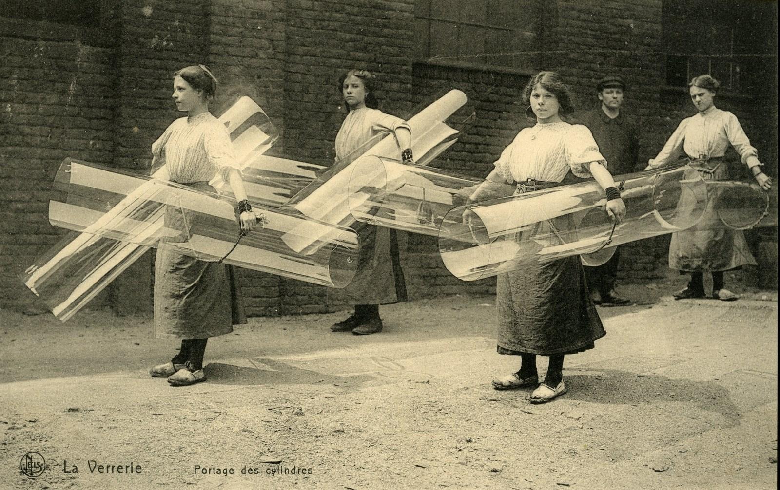 La Verrerie-Porteuses de cylindres, début 20e